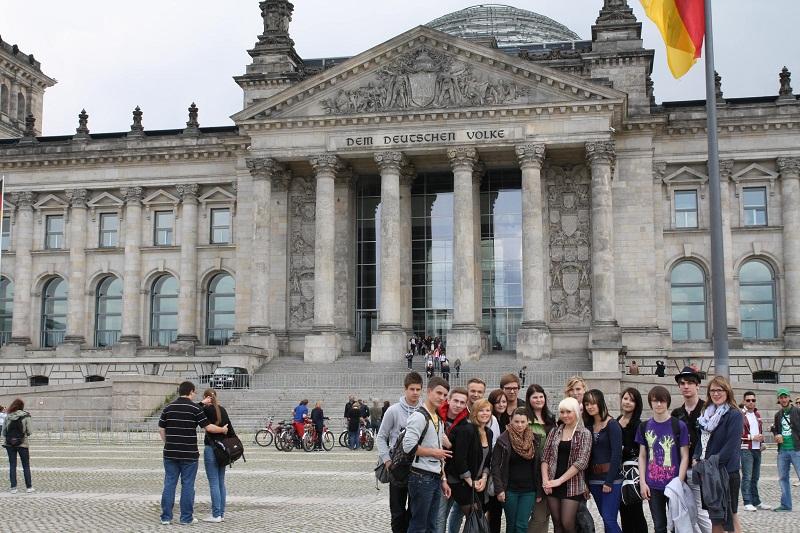 Gruppenbild vor dem Reichstag